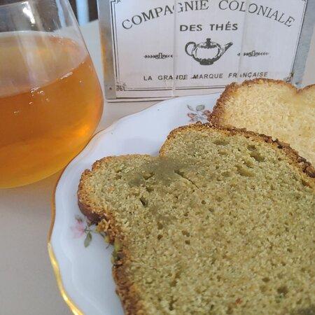 Cake citron, cake pistache et thé glacé