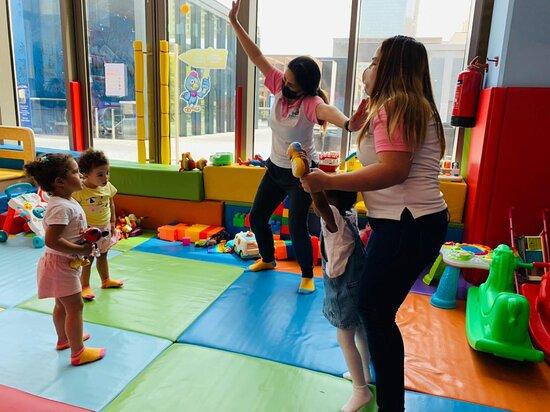 Jumeirah Beach Residence (JBR): Morning Dance with the Kids