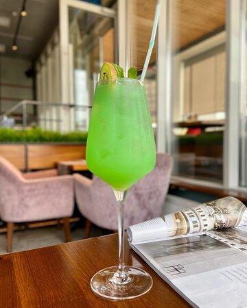 Последние выходные лета именно такие 🤍 Забронировать столик в Casa Mia: 206-70-76 🙌 ⠀ На фото: Дынный Лимончелло