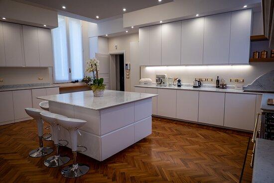Bolonia, Italia: White Kitchen
