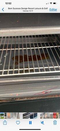 El horno... sin palabras.. sucio, oxidado y con burlete roto