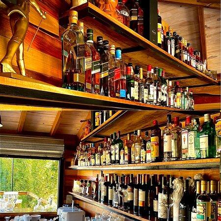 Barra Kanoo, con servicio de Bartender a disposición, coctelería internacional, nacional y de autor