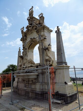 La fontana del Sebeto ed i piccioni