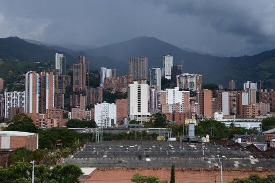 Medellin, Kolombiya: Вид на город с кладбища.