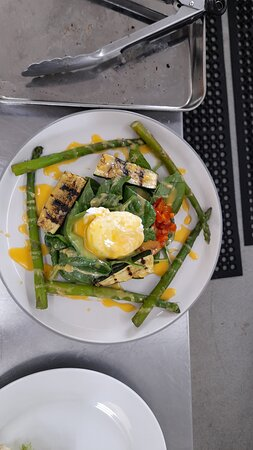 Grilled courgette, roasted peppers and wilted asparagus in a spinach leaf salad topped with poached egg and homemade hollandaise sauce.