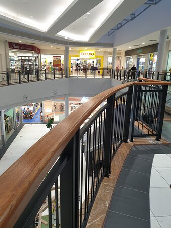 Nákupní galerie v prvním patře