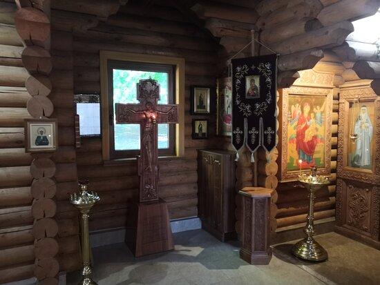 Разные ракурсы нутрянки больничного сакрала Луки Крымского в Пятигорске