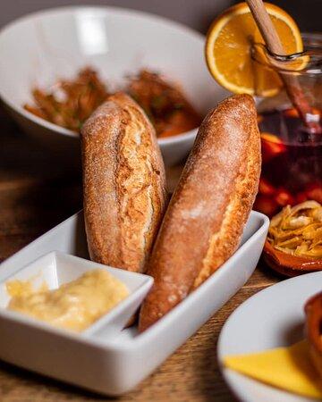 Pan con Aioli. Bread with garlic sauce.