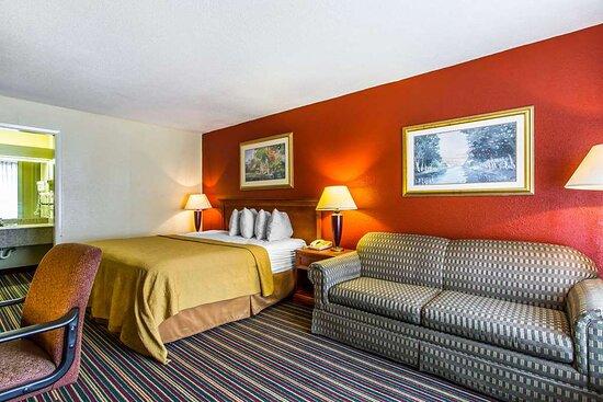 Quality Inn hotel in Opelika, AL