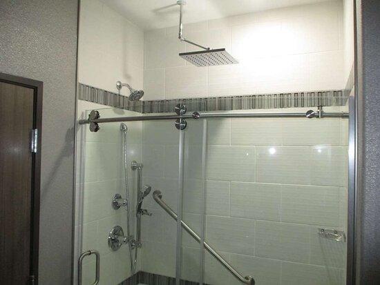Liberty, MO: King Guest Bathroom
