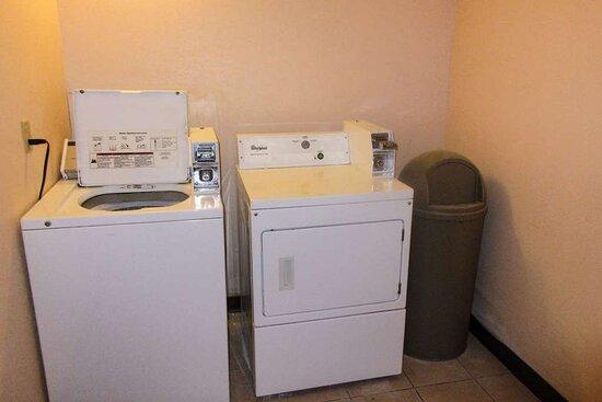 Sawyer, MI: Guest laundry facilities