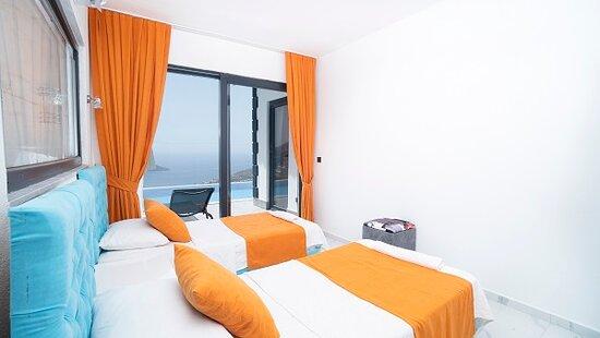 Kalkan, Turkey: Villa Ebru  Tek kişilik odamızdan görünüm Deniz manzaralıdır Oda içinde banyosu vardır