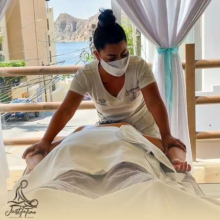 Love the beach? What about a massage or a pedicure with a sea view? 🌊🌅  Perfect, right? Don't wait more and book now! 😍  #JustInTimeMassage #MassageInCabo #MassageTherapy
