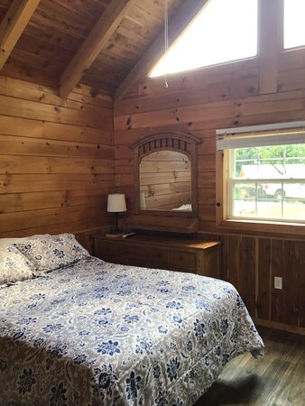 Colombia, KY: Enjoy the view from the comfort of your bed!