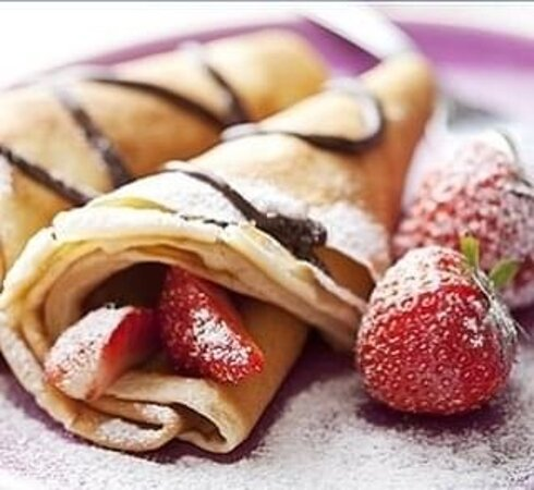 Freshly made crepes with hot Nutella sauce and strawberries 🍓