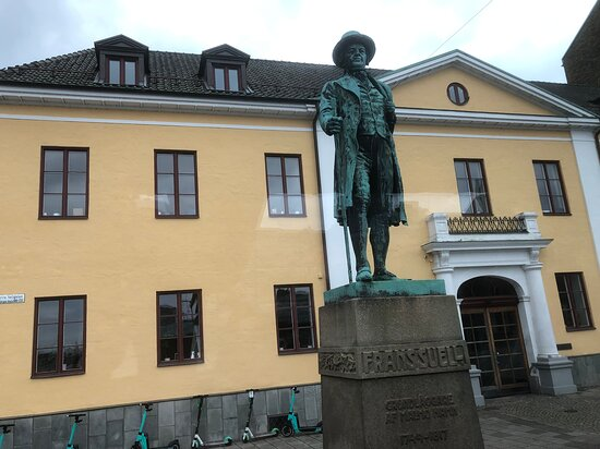 Frans Suell-statyn