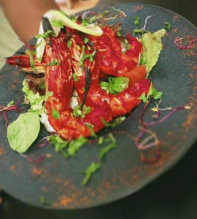 Crevettes tikka massala (Crevettes servi avec une sauce tomates et gingembre parsemés de coriandre)