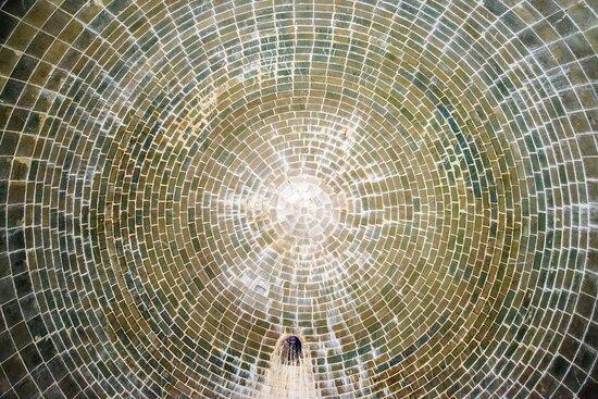 Vittorito, Italien: volta interna della botte rivestita di verto di Murano