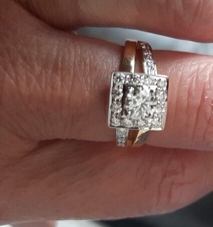 Calangute, Inde : This beautiful  ring arrived today from Akhilesh  Rocky for my Anniversary  the fit is perfect and the quality  is 100percent  Thank-you so