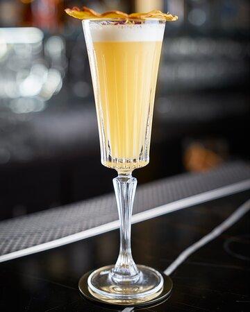 Quanto sono eleganti i cocktail del nostro Bar Manager Simone 😍 Passa a provarli non te ne pentirai!  👉 Ti aspettiamo come sempre dal Martedì al Sabato dalle 18.00 in poi. 📌 Per info e prenotazioni scrivici in Privato oppure su Whatsapp al + 39 338 861 5823