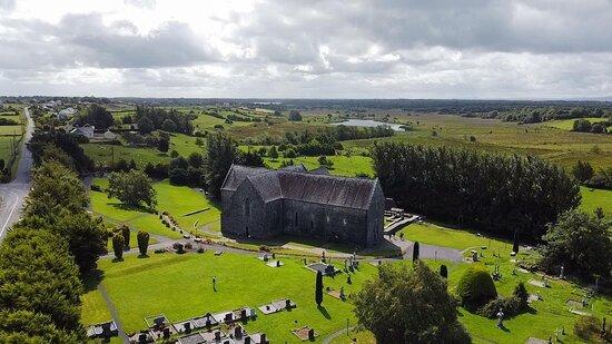 מחוז מאיו, אירלנד: Aerial image of the Abbey and surrounding contryside