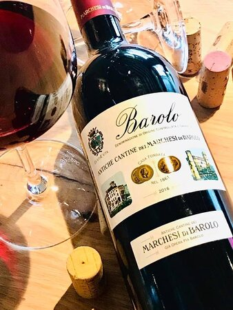 """Barolo de """"Marchesi di Barolo"""".  Un vin noble, provenant du merveilleux territoire des Langhe (Piemonte)"""