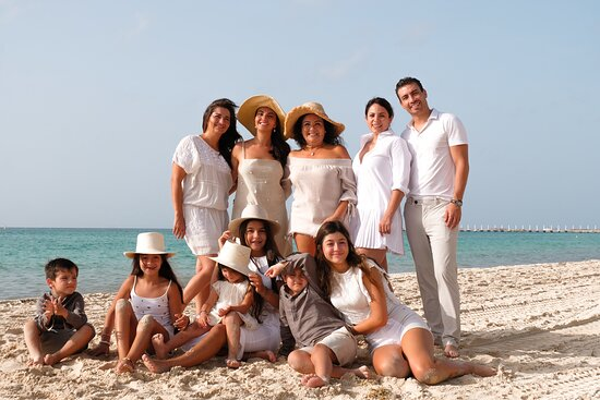Family video and photo sessions in Playa del Carmen
