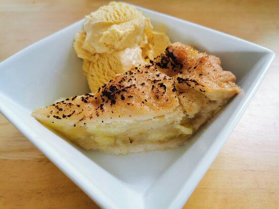 Deep Dish Bramley Apple Pie / Vanilla Icecream