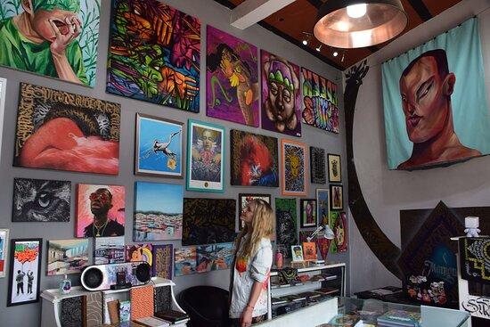 Арт-галерея и магазин.