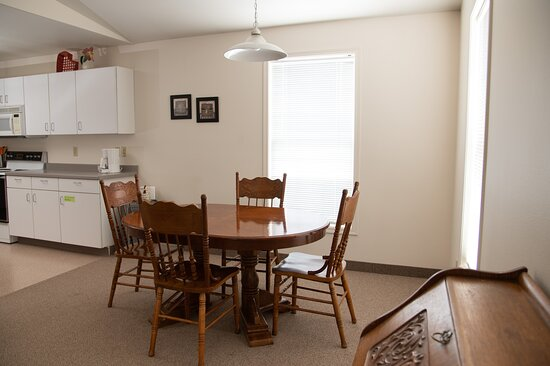 Suite 15 kitchen/dining area
