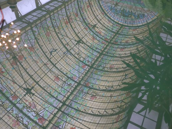 Onze-Lieve-Vrouw-Waver, reflection of the glass roof of the Winter garden of the Ursuline School in a green glass-topped table
