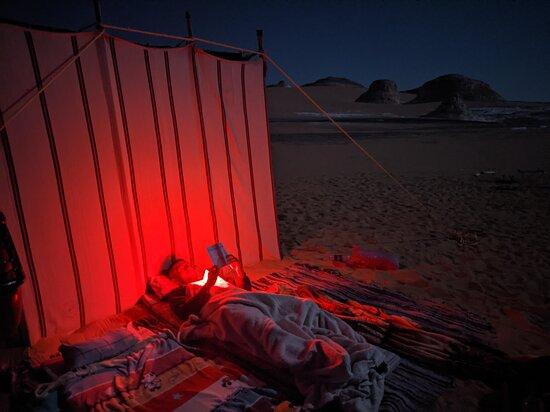 Lesen in der Wüste