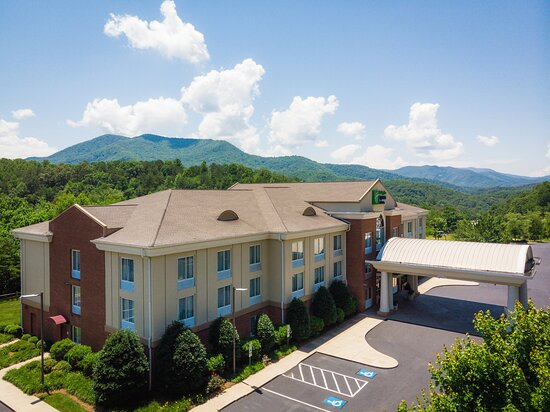 Holiday Inn Express & Suites Sylva-Western Carolina Area