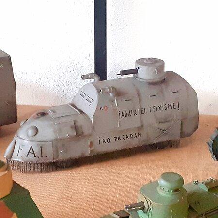 Maqueta artesanal (metalica) de un vehiculo blindado de la Epoca