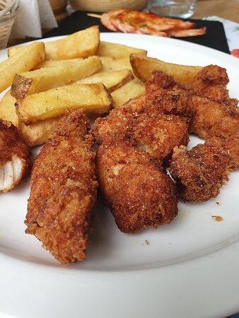 El plato estrella de los peques. Filgers Cajún con patatas fritas