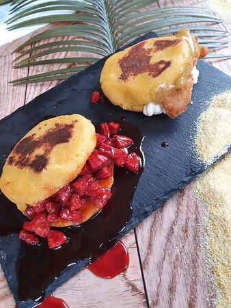 Arepas de chorizo, este plato pertence a una Fiesta Caribeña, el último fin de semana de cada mes lo celebramos con Fiestas temáticas y platos de otras culturas. ¡Anímate a probarlos!