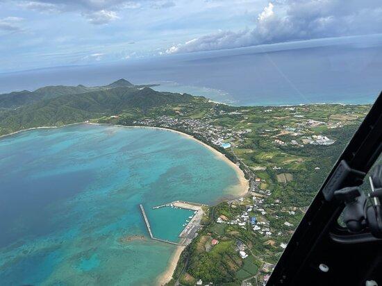 Tatsugo-cho, Japan: 太平洋と東シナ海を🚁ヘリコプターから