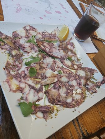 Carpaccio vom Octopus, Calamari fritti, Pizza Kaleta, Frutti di Mare