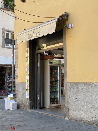 Lucca, Italien: Gelatine..amo: Eine der besten Eisdielen, die uns in Italien begegnet sind.