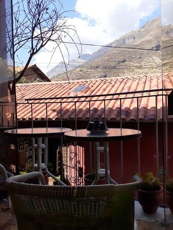 Pisac, Peru: Fotos del frente, ambos niveles del café y vista del segundo piso