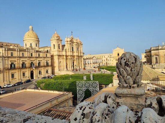 Noto, Italien: Vista su Cattedrale