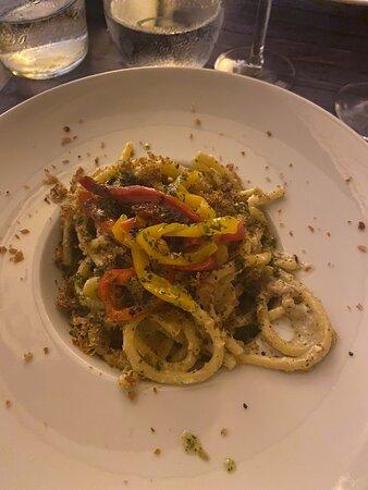 Noto, Italien: Polpo croccante, mozzarella di calamaro molecolare, contrasti siculi