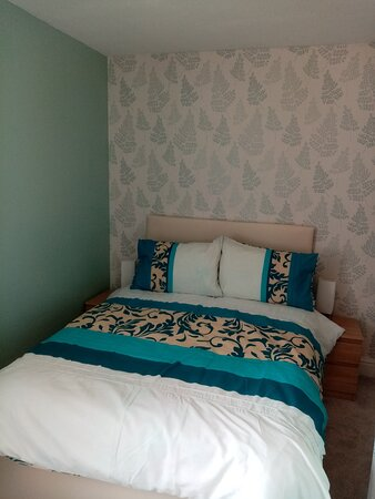 BEE 2 - Rear facing Double Ensuite Room situated on 1st floor, next to BEE 1