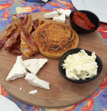 Breakfast mediocre