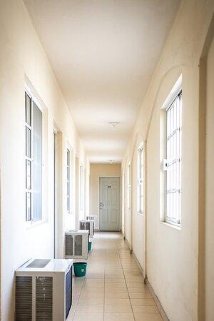 Uno de los accesos a  las habitaciones