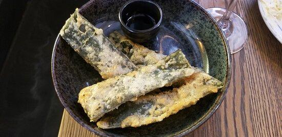 Tempura-fried kombu with dipping sauce