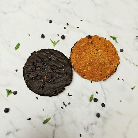 Muscovitas veganas, cubiertas de chocolate y nibs de cacao