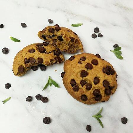 Galletas proteicas veganas con chips de chocolate real