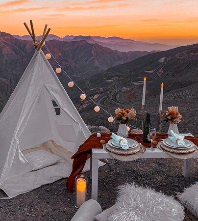 Sunset mountaintop romantic dinner Jebel Jais Ras Al Khaimah - qratedworld.com