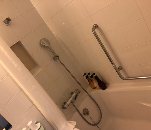 可動式シャワーとバスタブ。